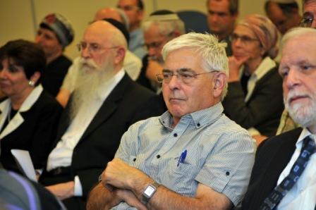 """תמונה: בקהל מר אהוד אפק, יו""""ר ועד מנהל אלול"""